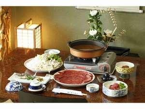 旅館おくむら:当館一番人気の桜鍋。これで一人前です。