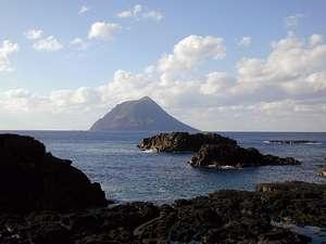 八丈島パークホテル:散歩にちょうど良い距離の千畳岩海岸までは徒歩約15分。