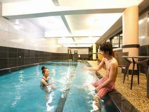 旅館 奥の湯:黒川唯一の室内温泉熱プールは一年中解放♪ 新館1F ご宿泊者専用(無料) 15:00~21:00※水着は要持参。