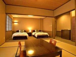池の山荘:和洋室/例 ベッドやテーブルは星野民芸家具です。