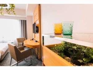 ホテルメッツ渋谷 東京<JR東日本ホテルズ>:プレミアムグリーン(イメージ)ミニバーに緑化を取り入れた斬新なデザイン