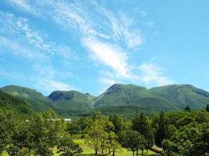 ザ ガンジー ホテル&リゾート:各階ロビーや正面玄関より望める久住山