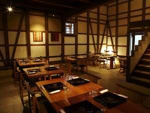 長良川温泉 十八楼:土蔵レストラン『時季の蔵』