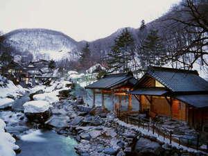宝川温泉 汪泉閣:例年12月後半~3月末頃まで雪見露天風呂をお楽しみいただけます。
