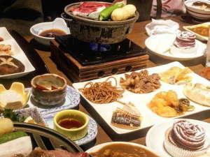 宝川温泉 汪泉閣:【夕食/ハーフバイキング一例】季節によりお料理内容は異なります。