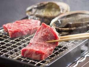 伊勢志摩の波音 海楼:<網焼き料理>のグレードアップ「アワビ&松阪牛」(一例)