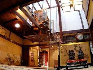 八ツ三館:明治時代築の招月楼。歴史的重厚感とぬくもりを感じる佇まい。
