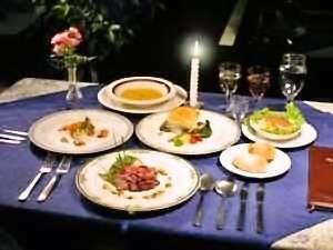 ぷれじ-る:季節の素材を使った洋食コースは全9皿。カジュアルな雰囲気でどうぞ。朝食は毎朝焼き立てパンをご提供。