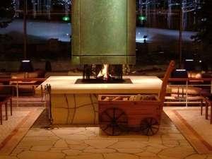 裏磐梯 グランデコ 東急ホテル:冬にはあたたかい暖炉でお出迎えいたします。