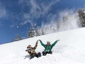 標高1000mのグランデコでは春もスキーシーズン♪GWまでの超ロングシーズンが魅力♪