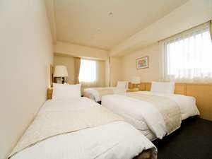 新大阪ホテル:お部屋の一例・・ツインルーム+EXベッドのトリプルルーム(例) ご家族、ご友人と★★
