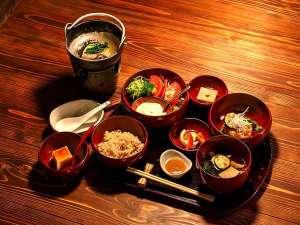 養生館はるのひかり:養生食(ご夕食一例) 発芽玄米と露地野菜<500kカロリー未満>