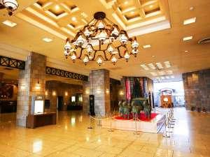 アパホテル&リゾート<札幌>:■ロビー■広々とした天井の高いロビーは当館自慢の空間です。