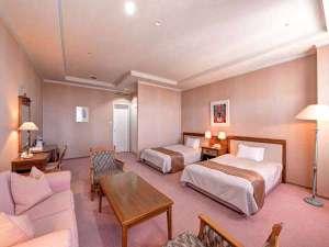 エーヴランド ホテル&ゴルフクラブ:*【スーペリアツイン】大きいソファでゆったりお寛ぎいただけます。