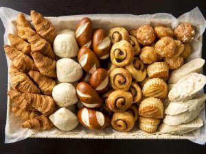 【朝食ビュッフェ】バリエーション豊富なパンをお楽しみください(イメージ)