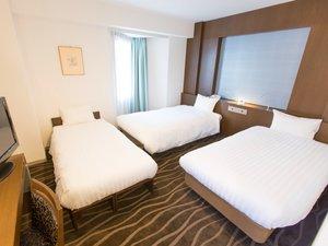 渋谷東武ホテル:デラックスツイン26平米4名まで利用可能3名以上はシングルベッド2台にソファーベッドスタッキングベッド