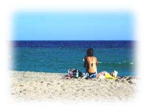 エメラルドグリーンの海辺に 渚のマーメイドが輝いています☆