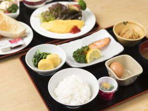 大浴場のあるビジネスホテル ホテル港屋:朝食/和食、洋食とお選びいただけます。チェックインの際にお申し付けください。