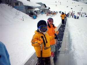雪上エスカレーターがあるから、ラクラクスキー上達!