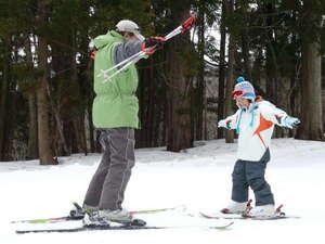 キッズレッスン講習風景!どんなスポーツも最初が一番肝心です。子供たちの目線で大事な感覚を導きます。