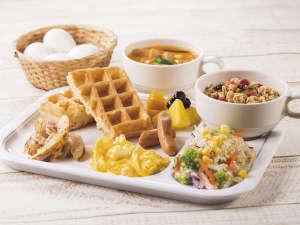 コンフォートホテル東京清澄白河:種類豊富なパンやあたたかいスープ、新鮮な野菜たっぷりのサラダなど、多彩なメニューをご用意しました。