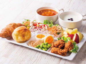コンフォートホテル東京清澄白河:◆盛り付け例◆朝からしっかり食べたい方には、からあげやパワーサラダなど、お肉メニューがぴったり!