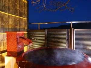 別所温泉 一人旅歓迎の宿 上松屋旅館:別所温泉街を望む、真田幸村をイメージした赤備陶器風呂【さなだゆ】からの温泉街の眺望は◎