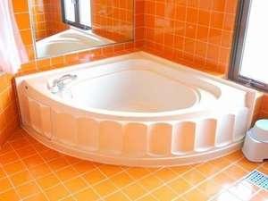 ホテル ピースランド:広々お風呂でお子様と楽しいバスタイム!(ツイン以上)