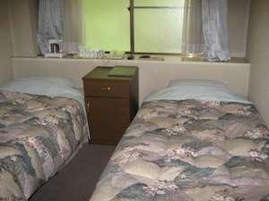 ヤングイン高松:ツインベッド部屋一例