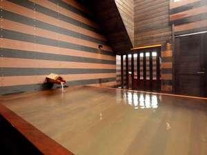 ヤングイン高松:徒歩1分の本館露天風呂(檜)
