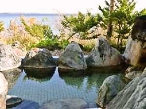 湯元尾岱沼温泉シーサイドホテル:露天風呂から野付半島・国後島を一望