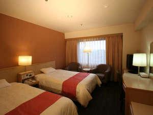 東京第一ホテル松山:キャッスルツイン(松山城側):広さ21.1㎡、ベッドサイズ120×195cm、37型液晶テレビ