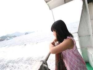 白石島・お多福旅館:島へ渡る船にて。