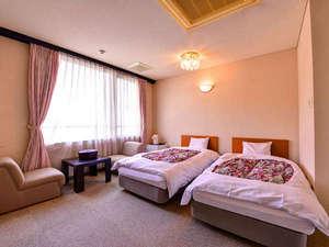 *洋室ツイン(客室一例)/清潔にしつらえられたベッドルームで安眠の夜をお過ごし下さい。