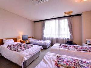 *洋室フォース(客室一例)/ご家族やグループでのご宿泊に最適なお部屋。安眠の夜をお過ごし下さい。