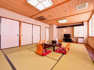 *和室12畳(客室一例)/心を落ち着かせたい時、家族の団欒などに最適な和室。のんびりお寛ぎ下さい。
