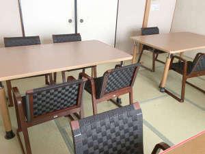 【テーブル席】お座敷だと足が辛くて…そんなお声にお応えし、テーブル席もご用意しました。
