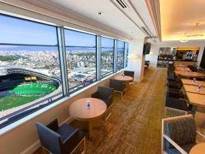 ヒルトン福岡シーホーク:33階エグゼクティブラウンジ ★高さ120mから、博多湾と市街が一望できます。