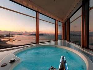 ヒルトン福岡シーホーク:【パノラミックスイート】博多湾が一望でき、海に沈む夕日が望める絶好のロケーション