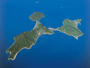 ル・ポール粟島:3枚羽根のプロペラのような形が特徴の周囲16、5kmの小さな島