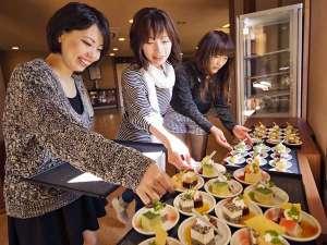 【Welcomeサービス(15時~19時)】プチケーキは9月までとなり、10月からはソフトアイスクリームとなります。