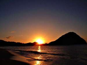 ■夕陽百選に選定されている【菊ヶ浜】は徒歩1分。夕暮れ時、1.6km続く菊ヶ浜海岸は夕景の散策スポット♪
