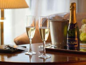 【オプション】大切な記念日にシャンパンでお祝いはいかがですか?お部屋にお届けいたします。
