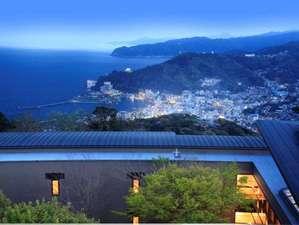標高361メートル。熱海の街と山並み、そして相模湾を見下ろす伊豆山の頂きにあります。