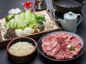 ペンション&コテージ リゾートイン湯郷:◆すき焼き◆柔らかいお肉・野菜・うどんも付いた、好評の食事です