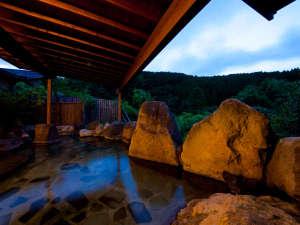 大浴場からは雄大な由布岳の姿を臨むことができます。
