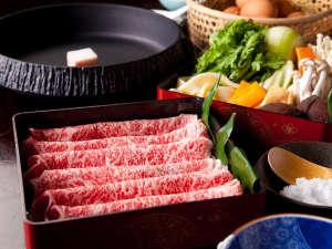 【豊後牛すきやき】豊後牛と月燈庵秘伝のタレと新鮮地野菜が絶妙に混ざり合う旨味