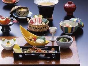 花房御膳・旬の食材でご提供いたします。