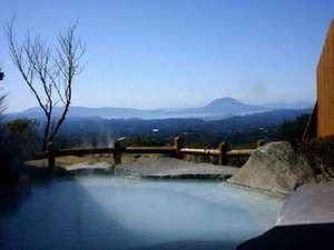 桜島を望む展望露天大浴場「大隈の湯」。