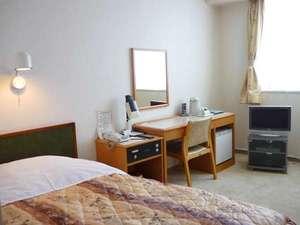 ☆シングルルーム☆ 広々とした客室、大きいベッド♪ゆったりとお寛ぎいただけます。